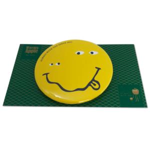 【新商品】WORMY APPLEシリーズ「Axl SMILE 」 54mm缶バッチ
